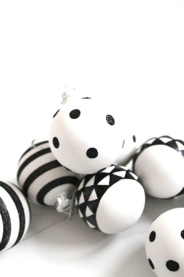 10xeenvoudigekerstversiering-kerstballenmetprint