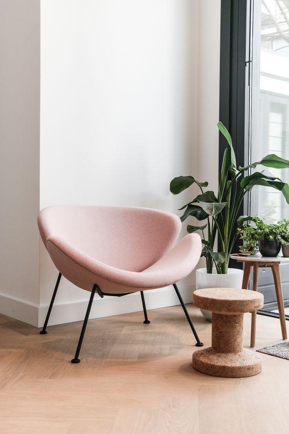 moderne roze stoel