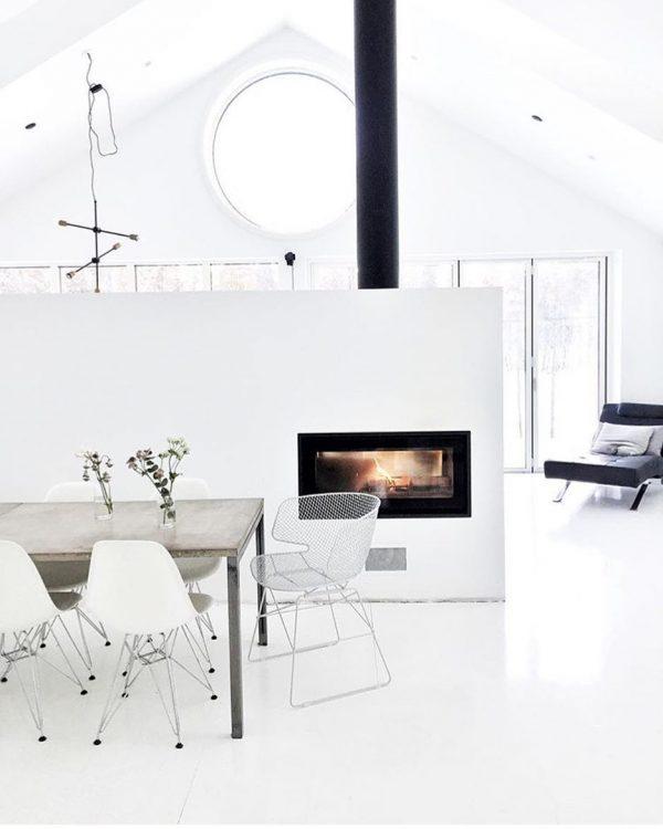 een-warme-winter-kachelindewoonkamereneetkamer