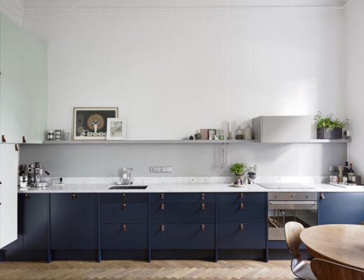Een minimalistische keuken met een speels knipoog
