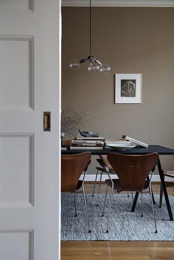 Taupe-kleur-interieur-eetkamer