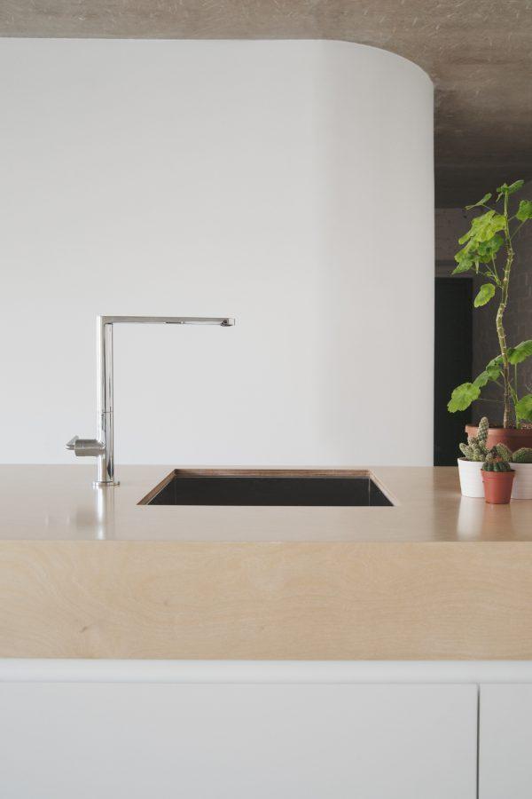 appartement beton goud keuken