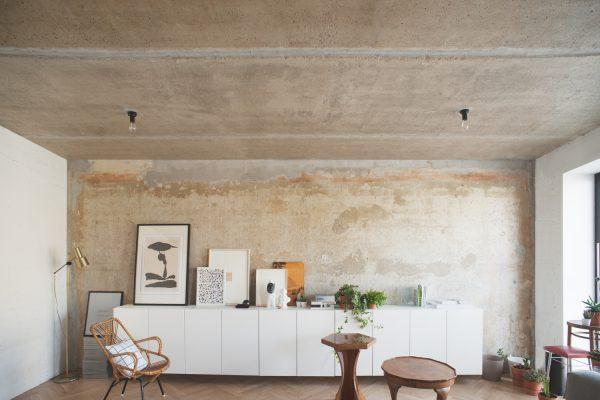 appartement beton witte kast