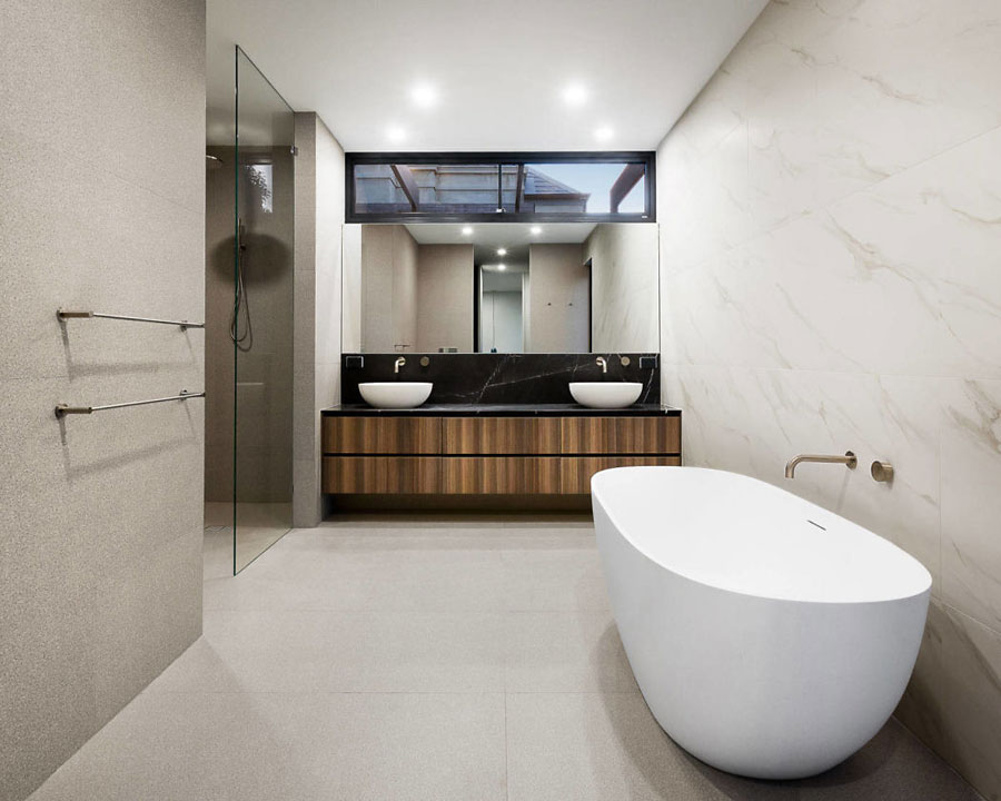 badkamers met inloopdouche strak modern luxe