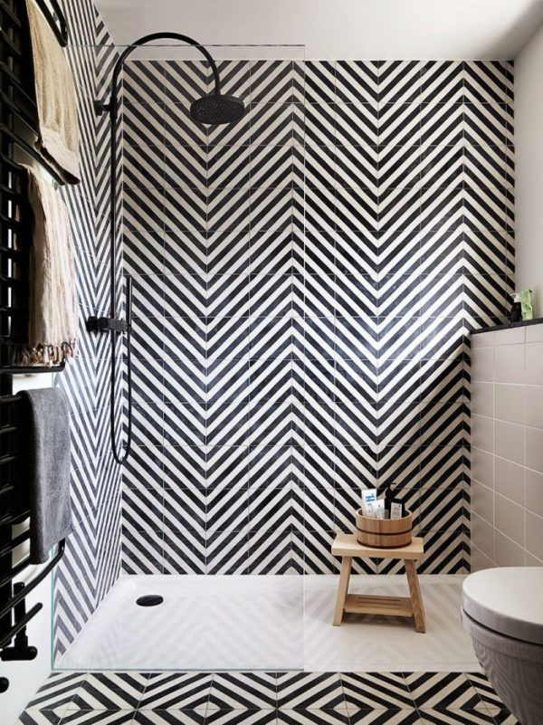 badkamers voorbeelden diagonale tegels