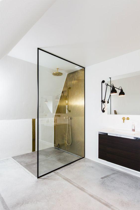 goudkleurige douchewand