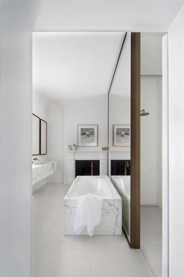 badkamers voorbeelden gigantische spiegel