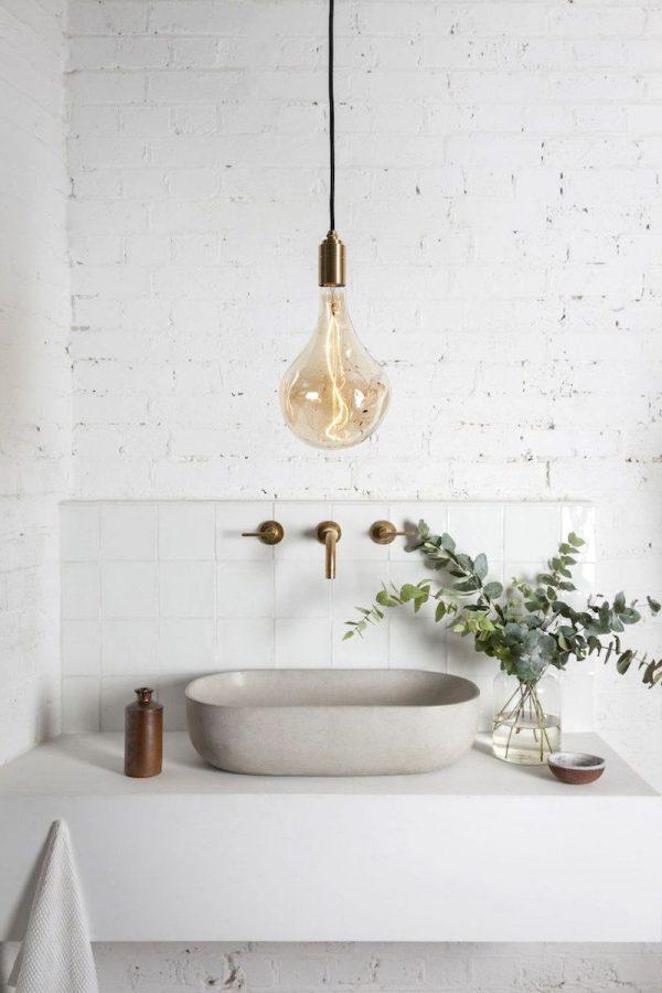 badkamers voorbeelden hangende lamp