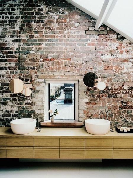 Robuuste bakstenen muur in huis - THESTYLEBOX