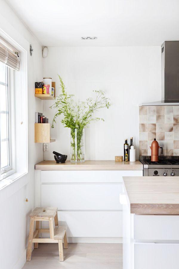 Witte Keuken Met Houten Blad: Witte rechte keuken met houten werkblad ...