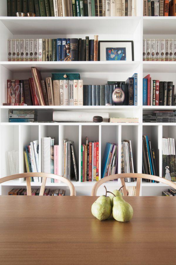 boekenkast eetkamer