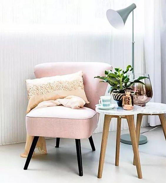 lichtroze stoel