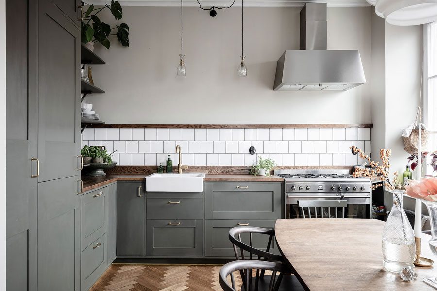 Deze mooie open keuken is ontstaan na het doorbreken van de muur in de woonkamer!