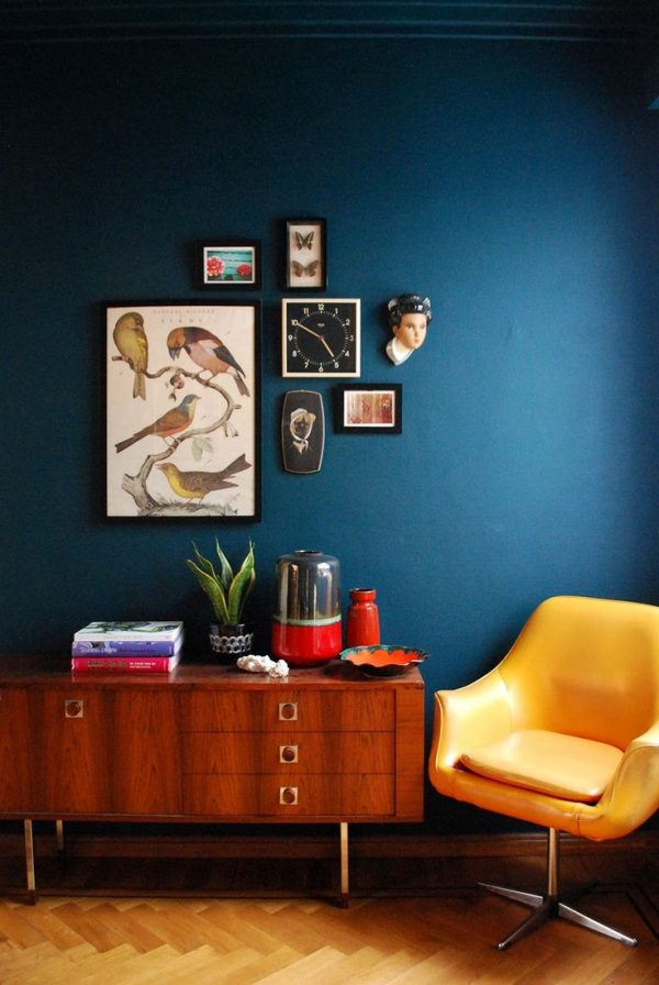 Donkere kleur woonkamer - THESTYLEBOX