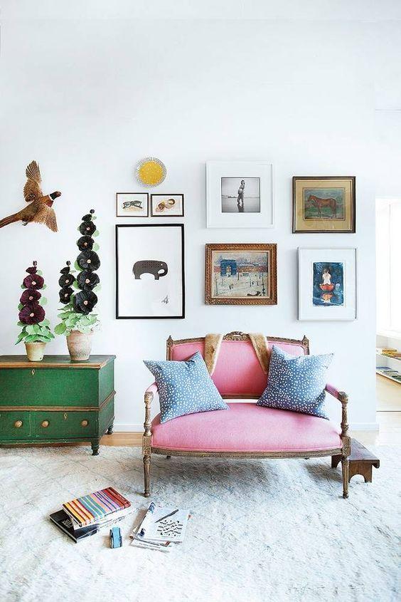 eclectisch interieur kleurrijke stoel
