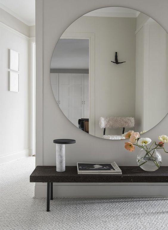 Grote spiegel in de hal
