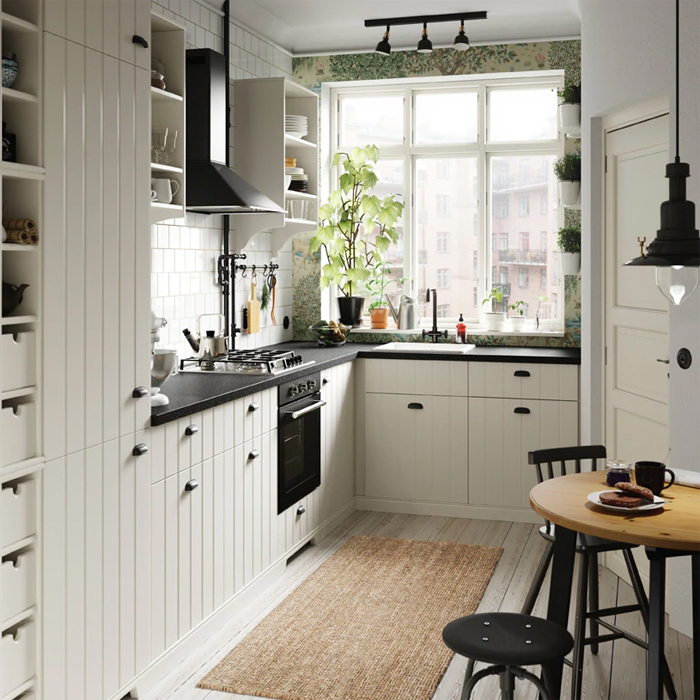 Gebroken witte landelijke IKEA keuken