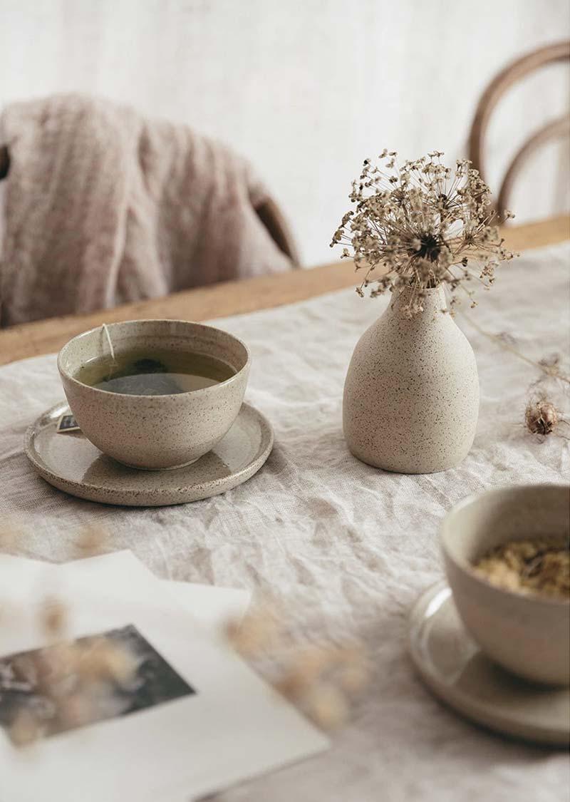 gedroogde bloemen in vaas