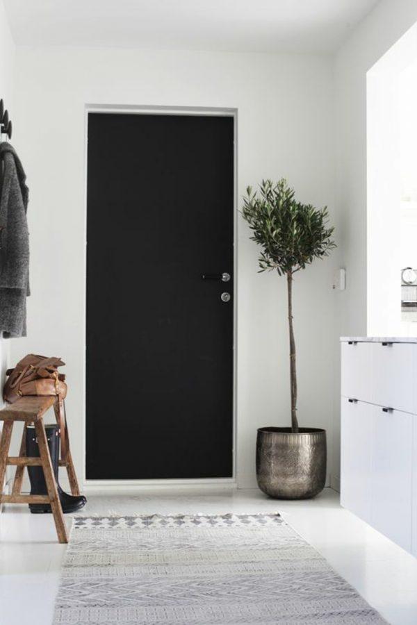 gekleurde deur hal