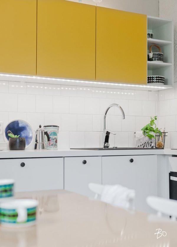 gele keuken kastjes