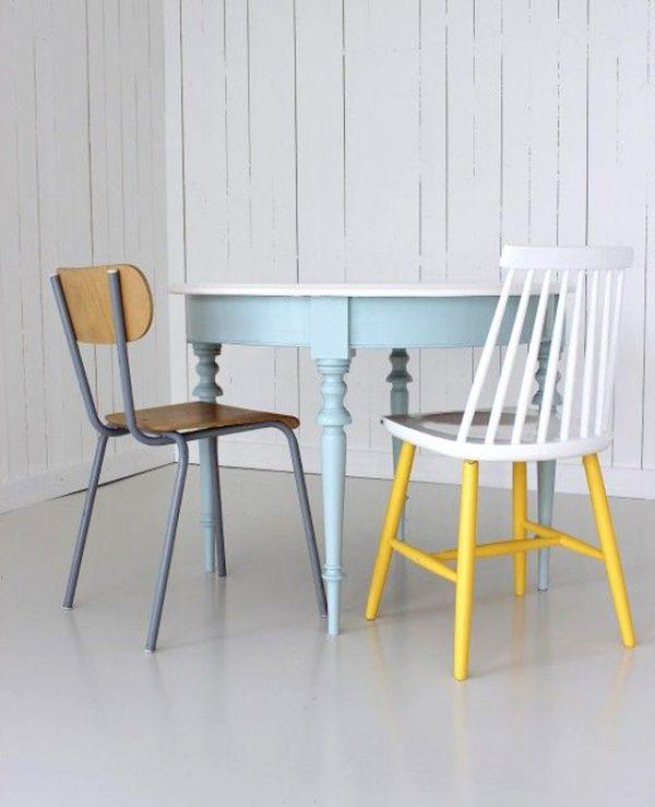 geschilderde stoelen