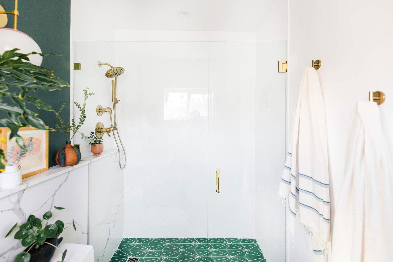 glazen douchewand deur badkamer