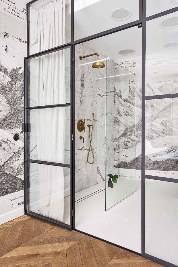 Glazen wand tussen slaapkamer en badkamer