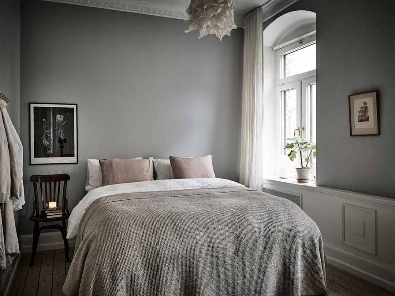 grijze muur kleine slaapkamer