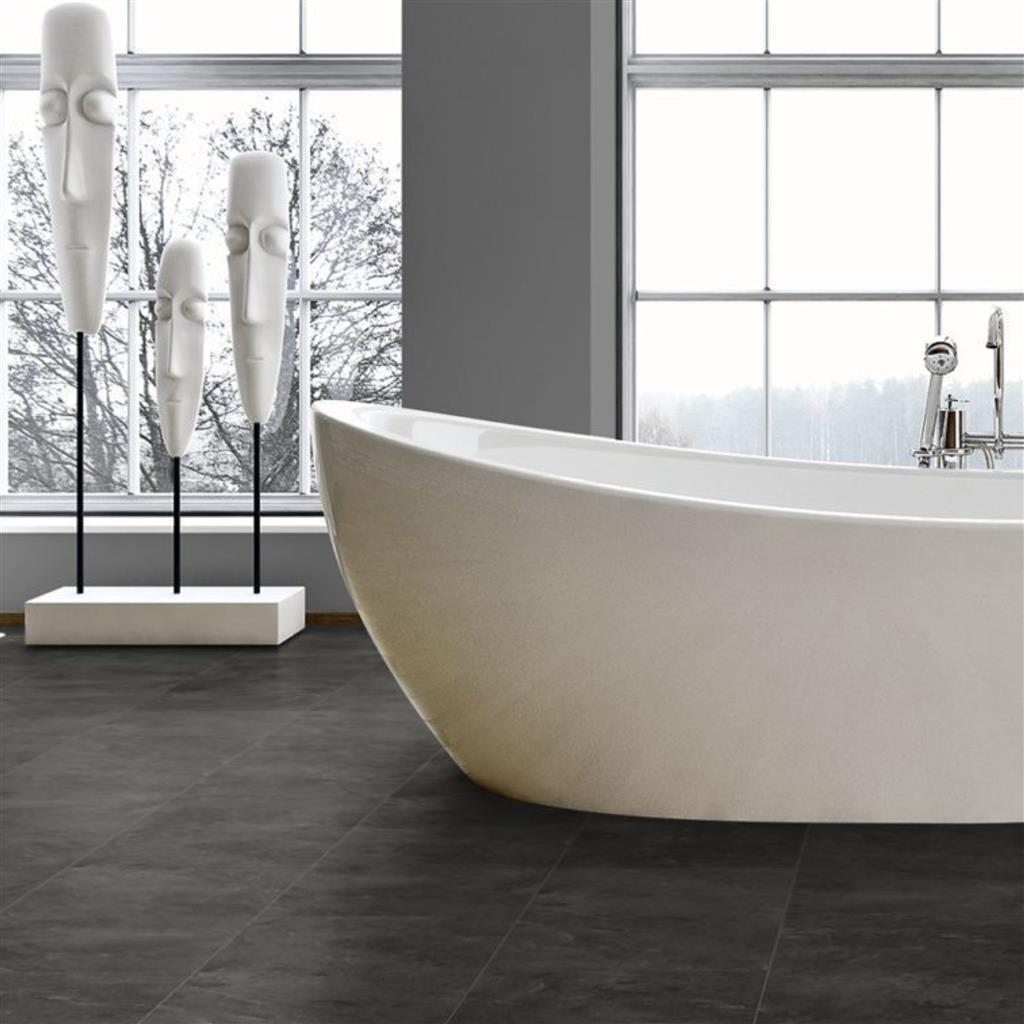 Mooie badkamer met stoere grijze pvc tegels - IVC Primero Click Tiles ocean slate 36975