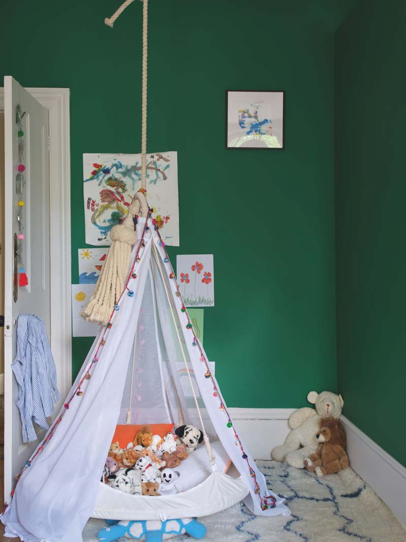 Groene muur kinderkamer Farrow & Ball Verdigris Green