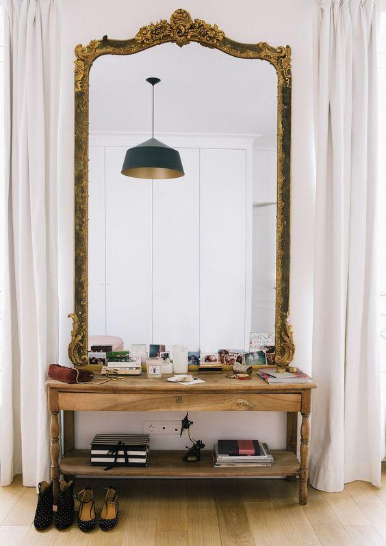 grote barok spiegel sidetable slaapkamer