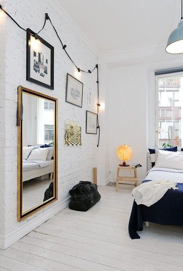 grote spiegel aan muur hangen slaapkamer