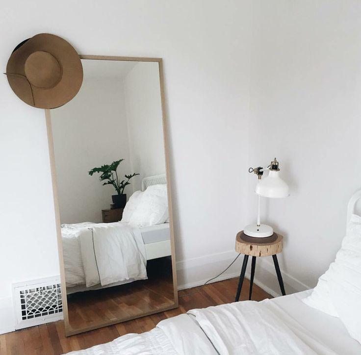 grote spiegel houten lijst slaapkamer