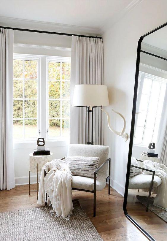 grote spiegel zithoek slaapkamer