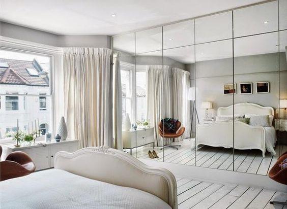 grote spiegeldeuren kledingkast slaapkamer