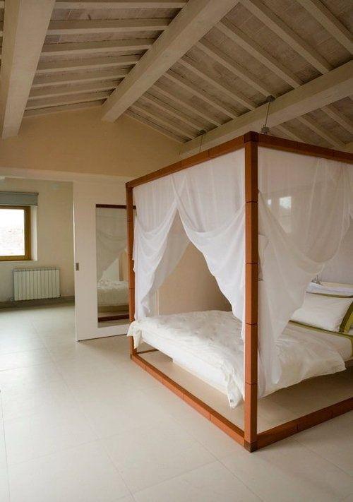 hemelbed minimalistische slaapkamer