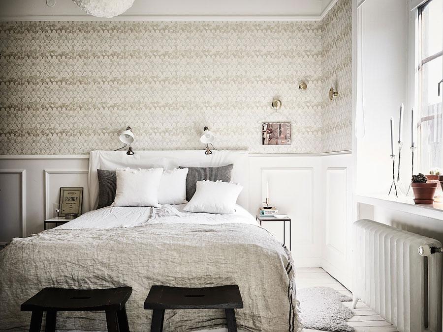 Het schubbenbehang in deze slaapkamer is geweldig!