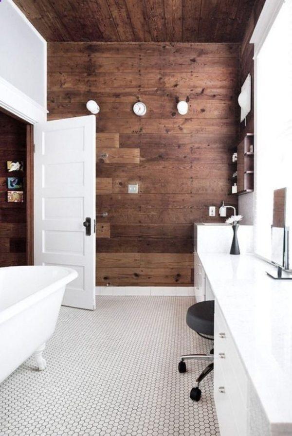 houten muur badkamer