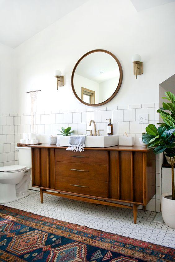 houten ronde vintage spiegel badkamer