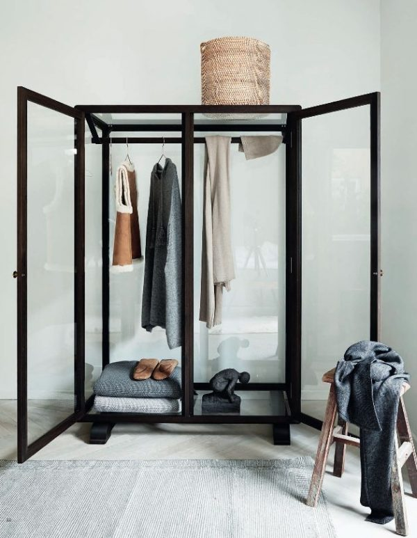 industriele glazen kledingkast