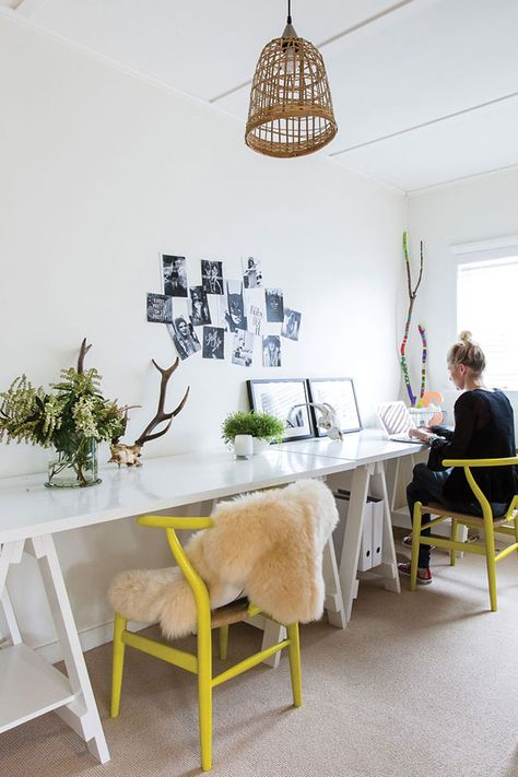 inspirerende werkplek gele stoeltjes