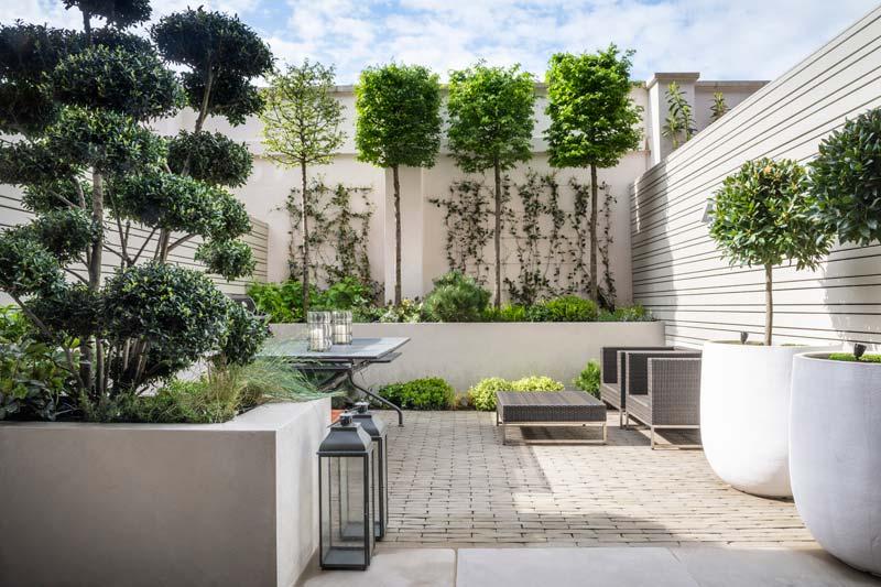 intieme moderne tuin plantenbakken en potten