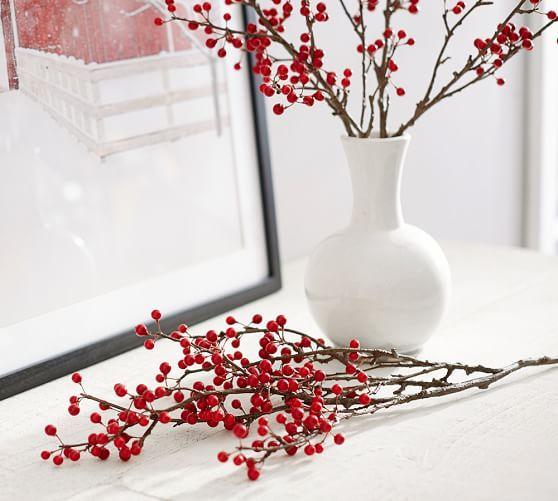 kersttak versieren rode besjes kast
