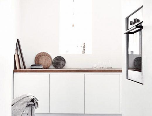 Binnenkant minimalistisch interieur