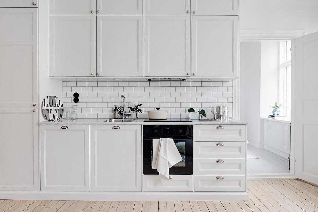 Klein wonen: wit appartement   thestylebox