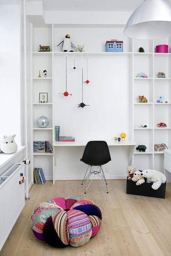 kinderkamer bureau boekenkast