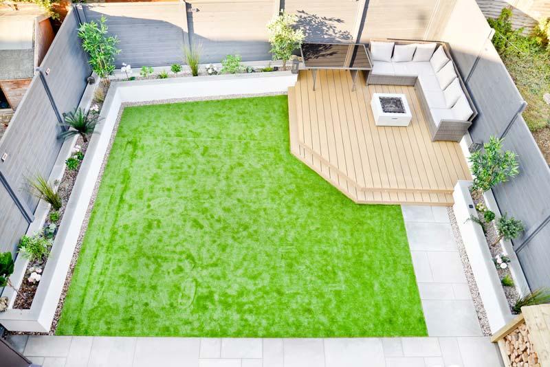 kindvriendelijke tuin tips kunstgras-tegels combineren