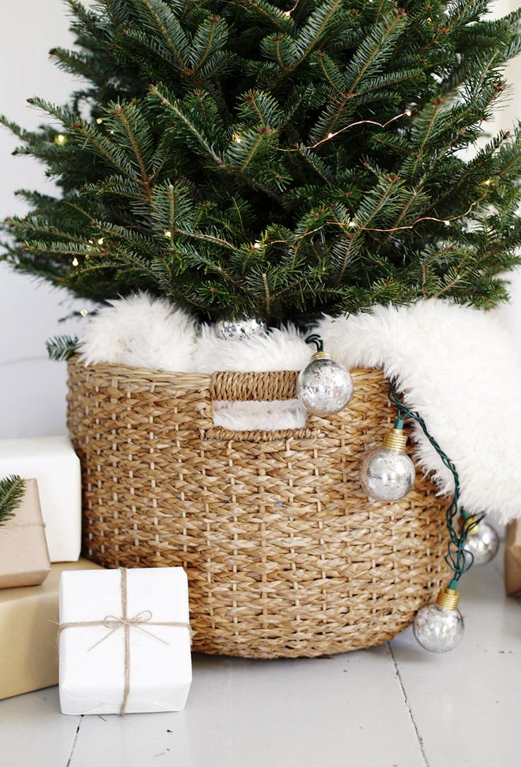 klein-kerstoompje-mand