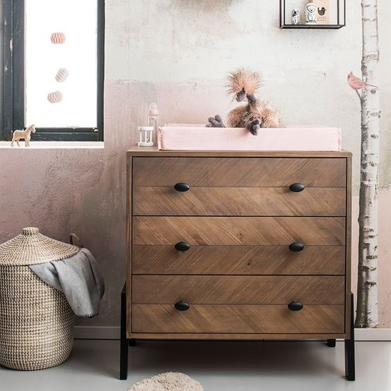 Kleine kinderkamer commode