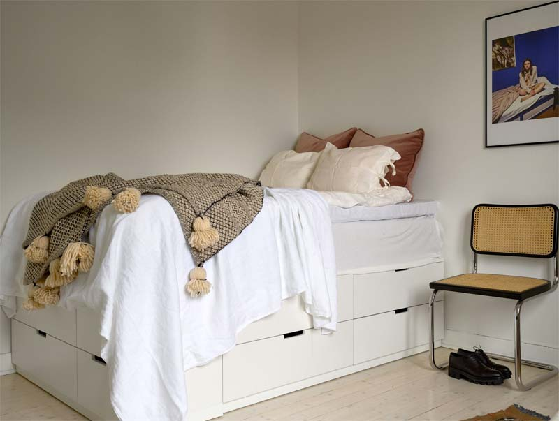 kleine slaapkamer bed met opbergruimte ladekast ikea